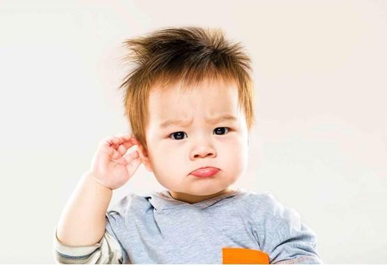 признаки плохого слуха у ребенка