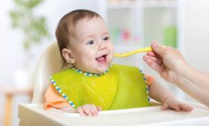 Йогурт малышу: когда вводить, польза и вред