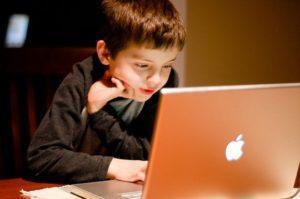 Компьютерная зависимость у подростка: признаки, что делать родителям