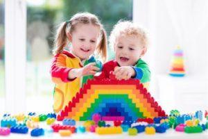 Разноцветные волосы придумали дети :)