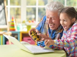 внучка и дедушка