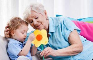 бабушка и ребенок