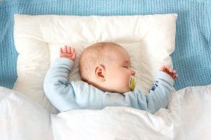 Когда малышу можно спать на подушке: подходящий возраст по мнению специалистов