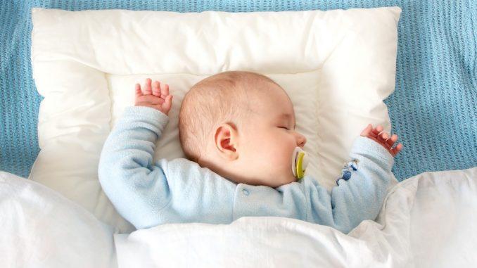 когда можно спать новорожденному на подушке