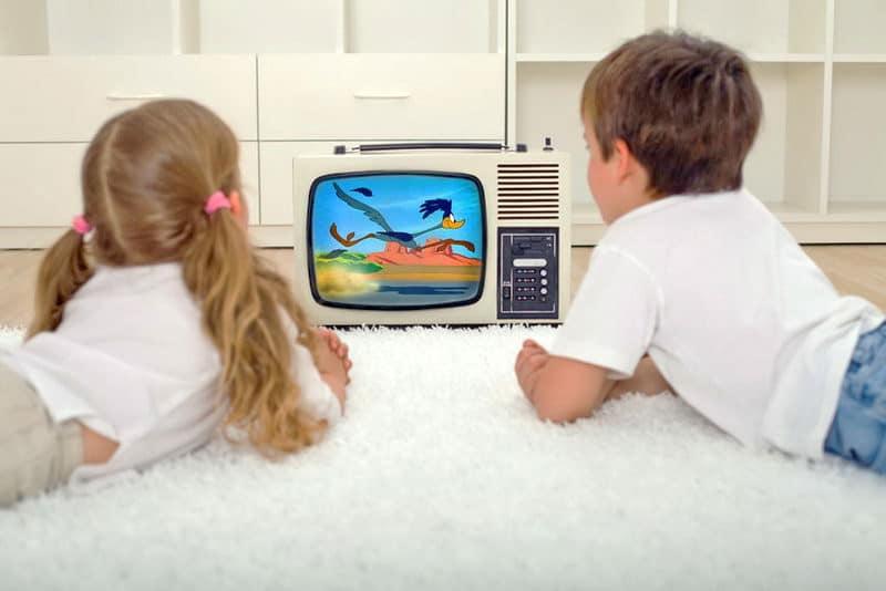малыши и телевизор