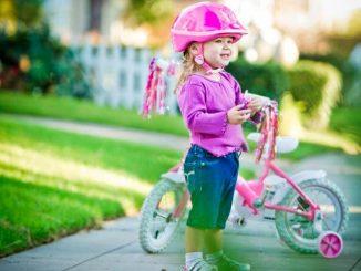 Необходимость велосипедного шлема для ребенка неоспорима, но многие пренебрегают этим правилом.