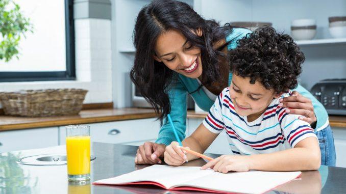 Ребенку не нужны репетиторы в начальной школе, если рядом есть мама.