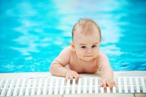 Ребенок боится купаться: причины, что делать родителям