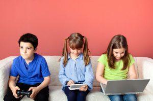 Игровая зависимость у детей: признаки, причины и первая помощь